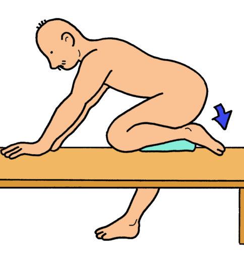 自重を利用した膝の屈曲ストレッチ